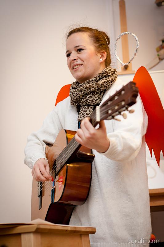 Śpiewanie przy dźwiękach gitary